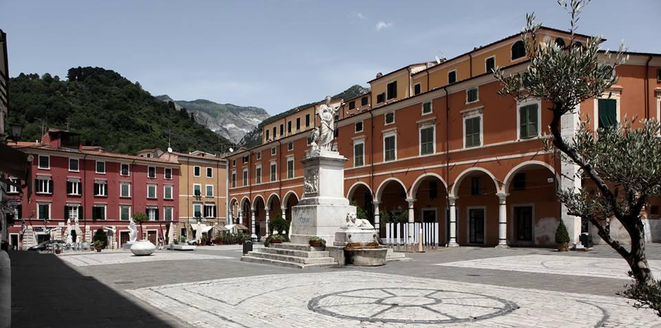 Carrara - Piazza alberica