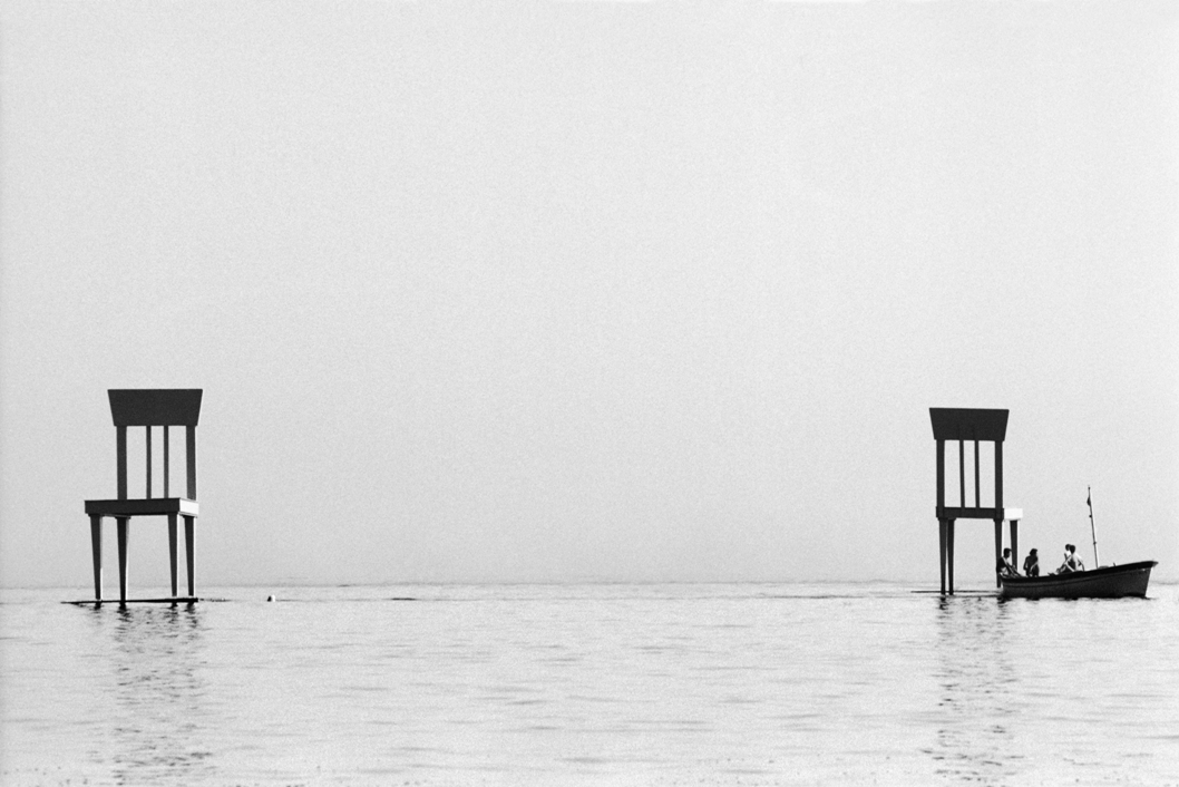Giancarlo Neri, Sedie sul mare, Positano 1994